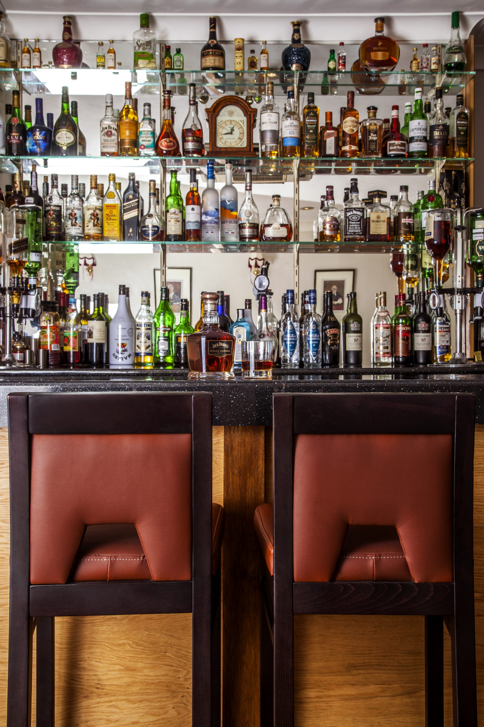 Shapur Bar